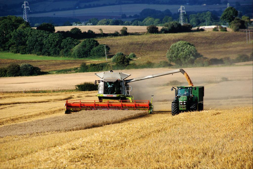 Landwirtschaft Claas Lexion und Trecker Ernte